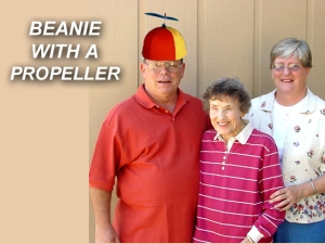 X BEANIE WITH A PROPELLER